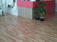 keramik-lantai-kayu-roman.jpg